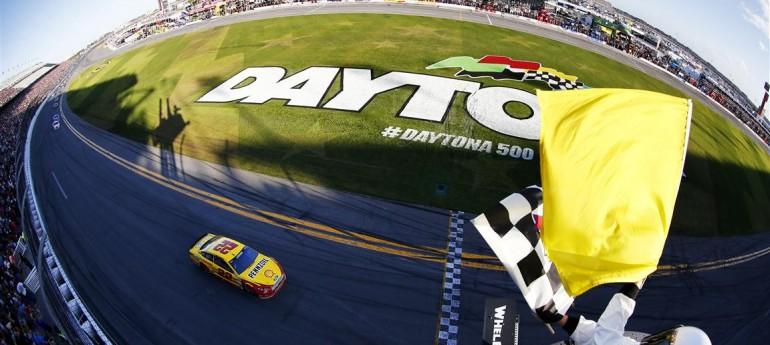 Joey Logano gana Daytona 500